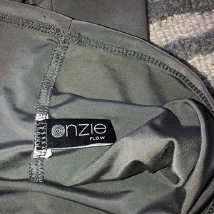 Onzie Tops - Onzie flow workout top